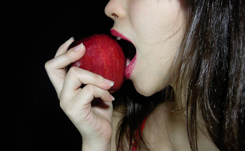eating apple bad breath